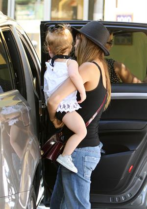 Jessica Alba Shopping with daughters - Aug 24