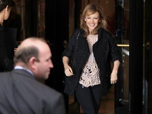 Kylie Minogue Leaving the Four Seasons hotel in Paris - October 29, 2012