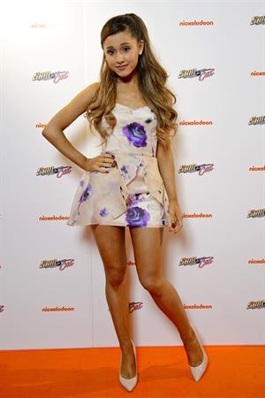 """Ariana Grande – """"Sam & Cat"""" Premiere in London 10/12/13"""