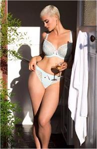Stefania Ferrario in lingerie