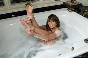 Kimmy Granger: Bath Time by Als Photographer