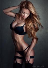 Valenti Vitel in lingerie
