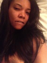 Gabrielle Union taking a selfie