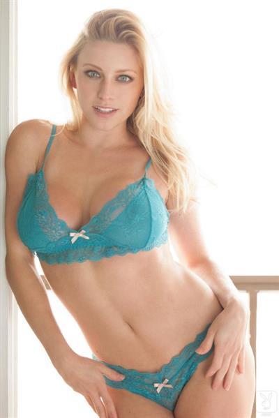 Kari Nautique in lingerie