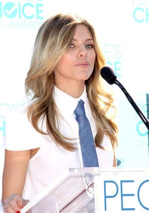AnnaLynne McCord attends the People's Choice Awards 2011 press conference in West Hollywood on 9-11-2010