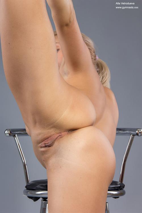 Attractive Nude Gymnasts Pic