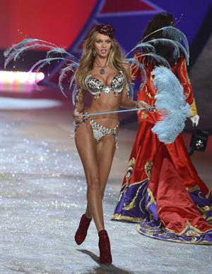 Candice Swanepoel Victoria's Secret fashion show in NY 11/7/12