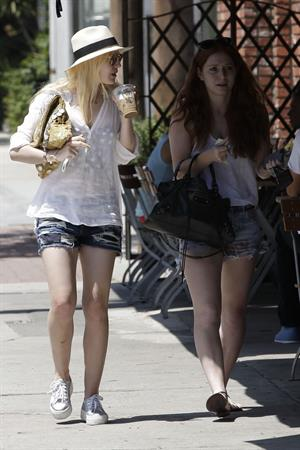Dakota Fanning - Enjoyed a lunch date with her friend at a local eatery in Los Angeles - August 23, 2012