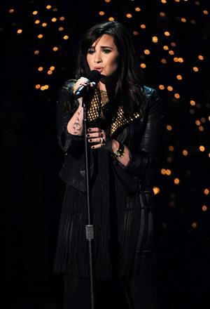 Demi Lovato TNT Christmas 2012 @ the National bldg Museum in WA 12/9/12