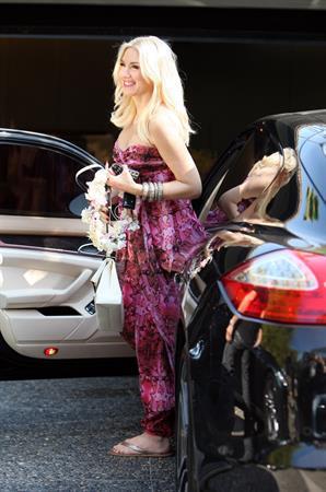Gwen Stefani seen at a friend's house for a baby shower in Los Feliz Nov 4, 2013