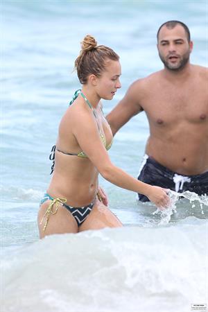 Hayden Panettiere - Bikini candids in Miami 9/1/13