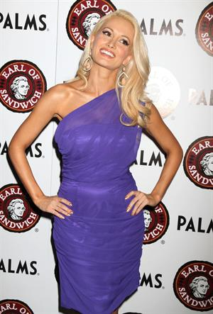 Holly Madison - Grand Opening of 'Earl Of Sandwich' restaurant in Las Vegas - July 2, 2012