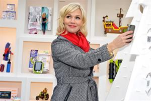 Jennie Garth eBay & Actress Jennie Garth Open 'The eBay Toy Bo' Pop-Up Store in NYC (Dec 6, 2012)