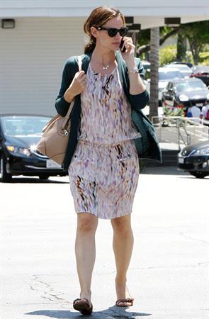 Jennifer Garner seen chatting away on her cellphone in Brentwood