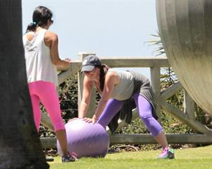 Jennifer Love Hewitt Jennifer Love Hewitt doing a yoga session in Santa Monica August 8, 2013