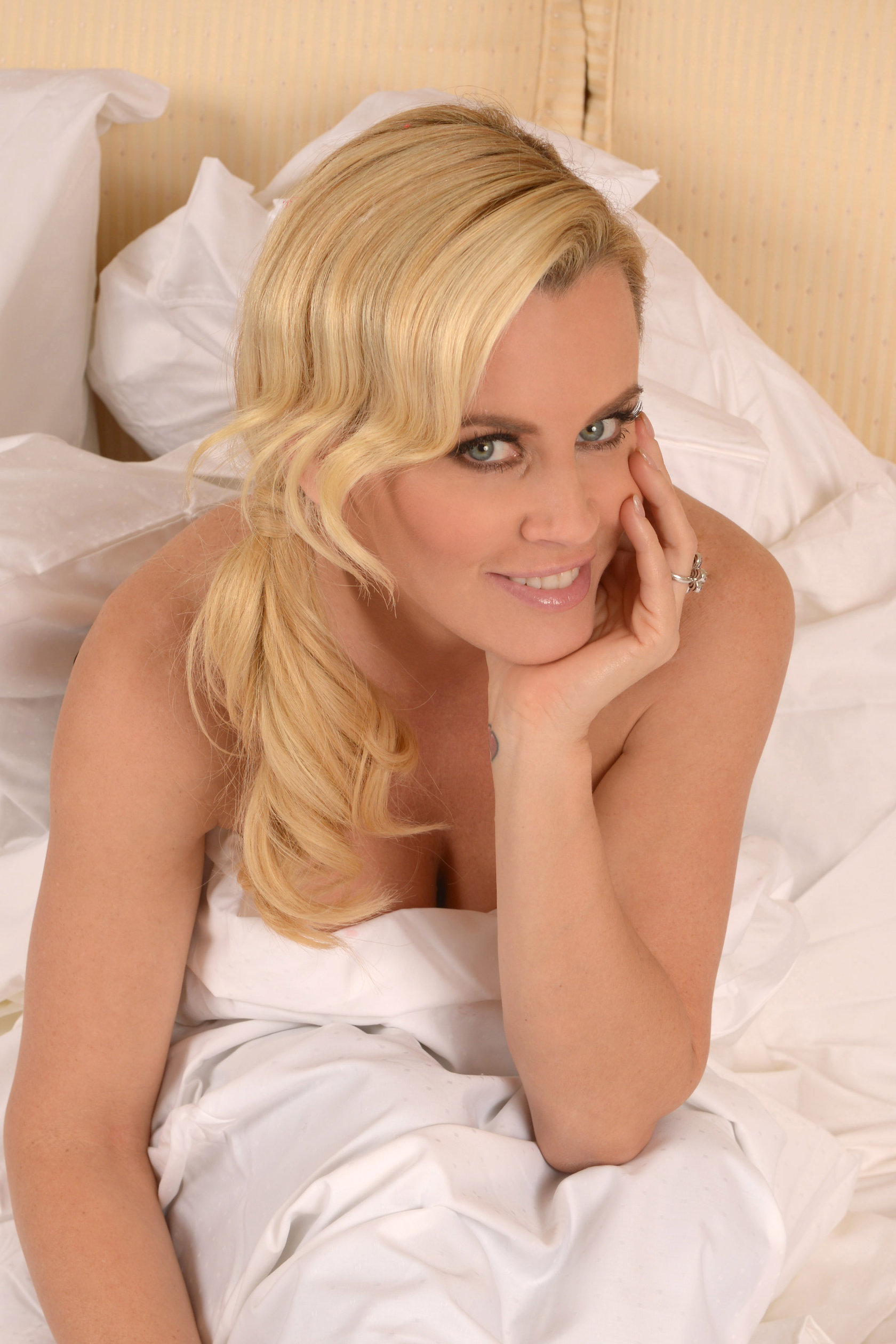 Jenny McCarthy In the Christmas Spirit Photshoot by Michael Simon 20.12.12
