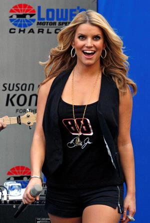 Jessica Simpson Bank of America 500 performance