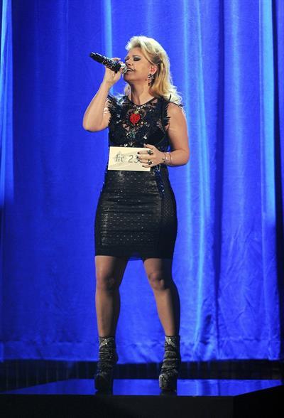 Kelly Clarkson American Music Awards - Performance (November 18, 2012)