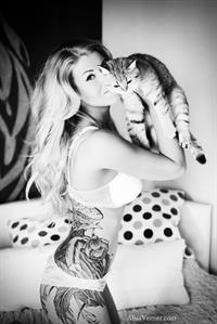 Maria Anohina in a Photoshoot with her cat.  Alisa Verner photographer