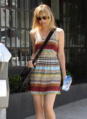 Leslie Bibb - Left a hair salon in West Hollywood, California - August 23, 2012