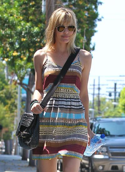Leslie Bibb - Left a hair salon in West Hollywood, California - August 23, 2012