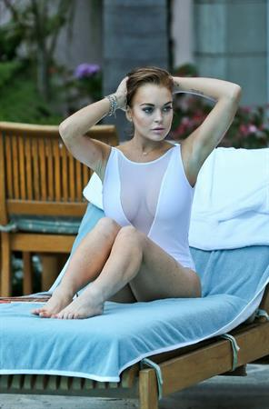 Lindsay Lohan - Wearing a swimsuit at a hotel pool in Hollywood 05.08.12