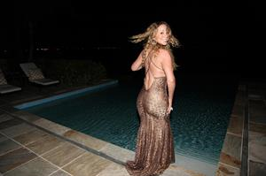 Mariah Carey Looks stunning as she relaxes in the water while on Easter vacation April 2, 2013