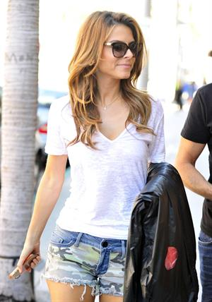 Maria Menounos walking in Los Angeles 05.08.13