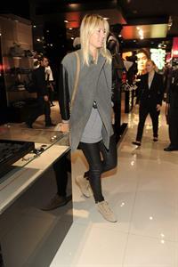 Maria Sharapova shopping at Armani Boutique December 2, 2012