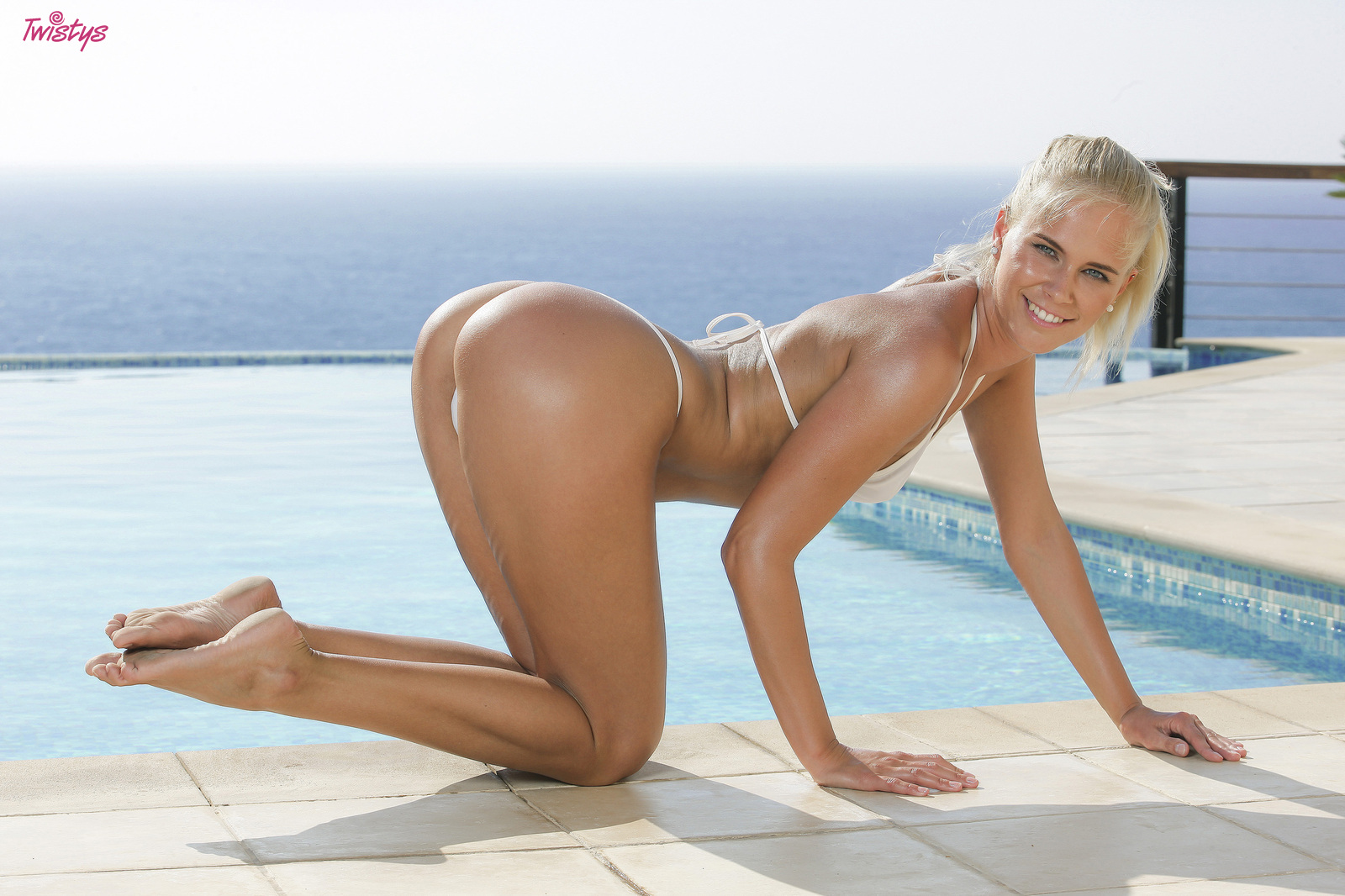 Slippery When Wet.. featuring Tracy Gold | Twistys.com