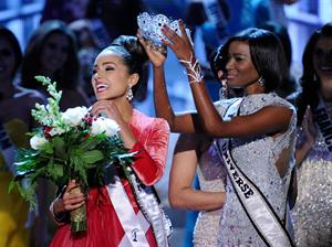 Miss USA 2012 Olivia Culpo is Miss Universe Pageant in Las Vegas (Dec 19, 2012)