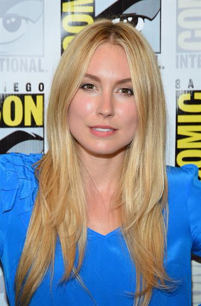 Sarah Carter -  Falling Skies  Press Room at Comic-Con 2012 in San Diego (13 Jul 2012)