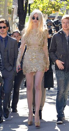 Taylor Momsen On Set of 'Gossip Girl' in New York City (10/16/12)
