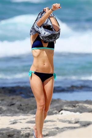 Jordana Brewster in a black bikini in Hawaii, August 30, 2014