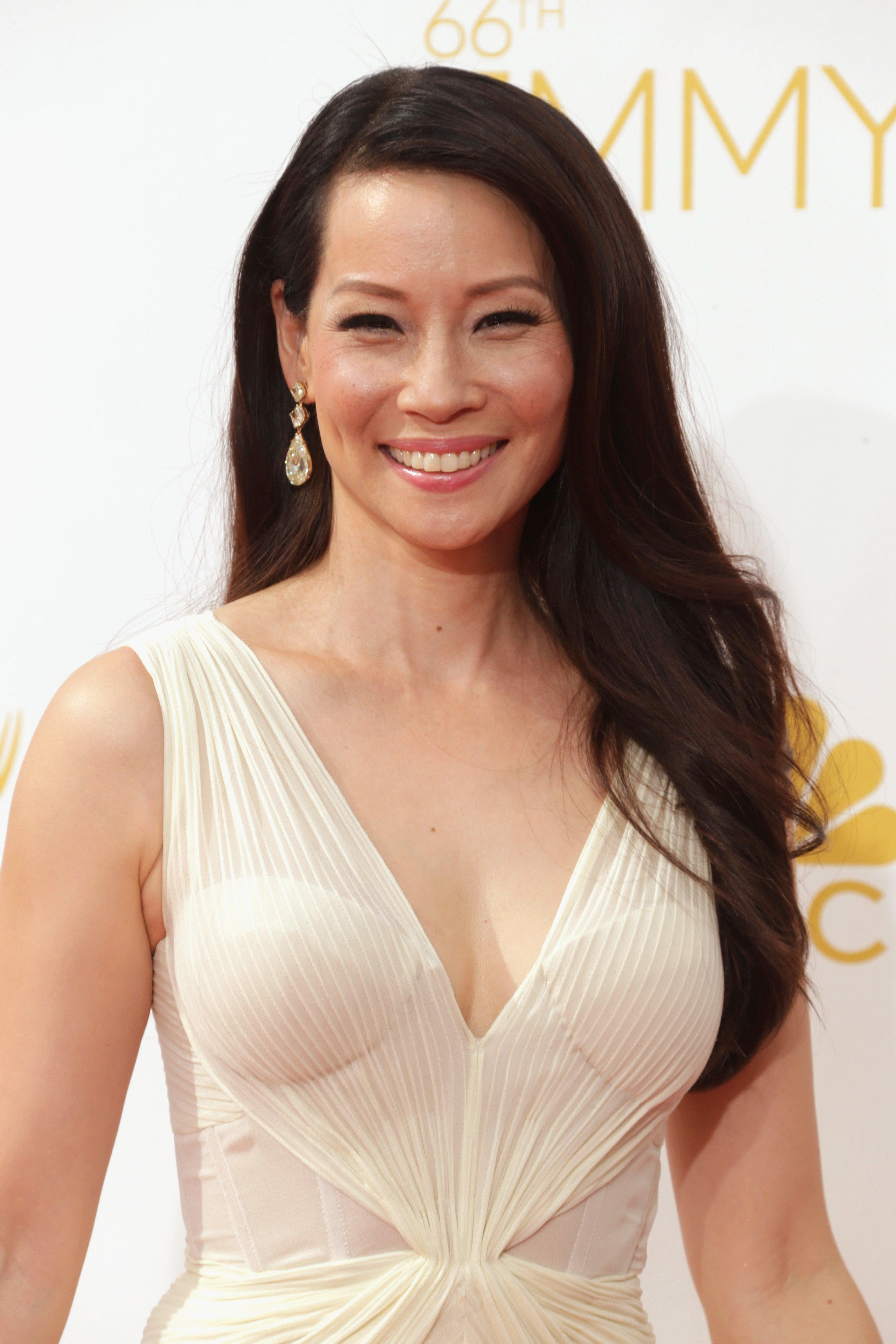 Lucy liu kissing gilds — pic 10