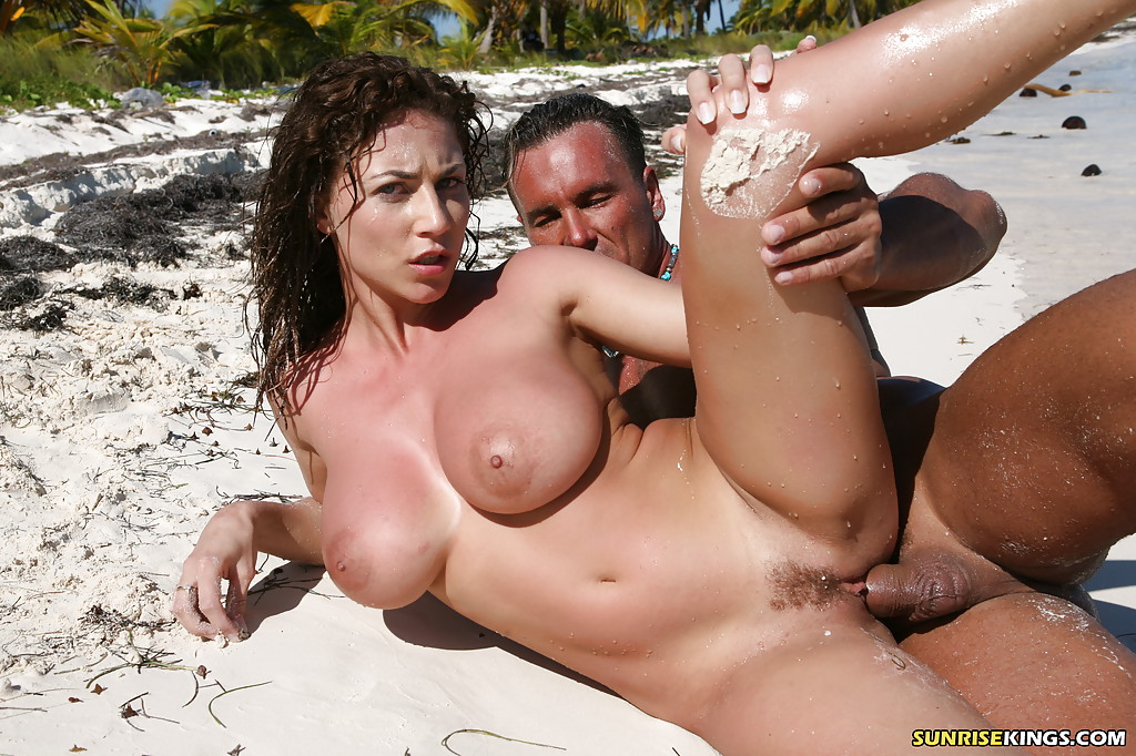 Roberta Missoni - pussy and nipples