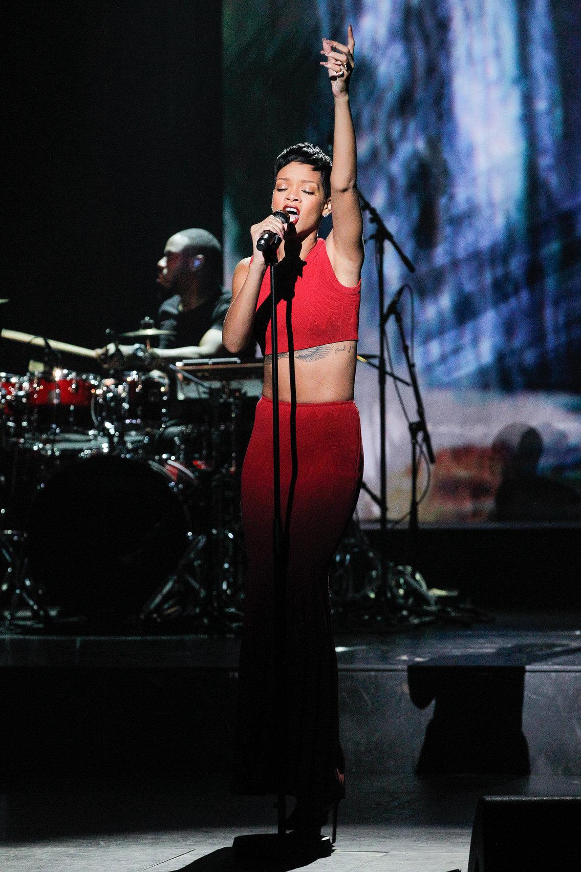 Rihanna La Chanson De L'Annee 2012 in Paris 12/11/12