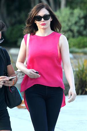 Rose McGowan - Leaves a hair Salon 20.08.12