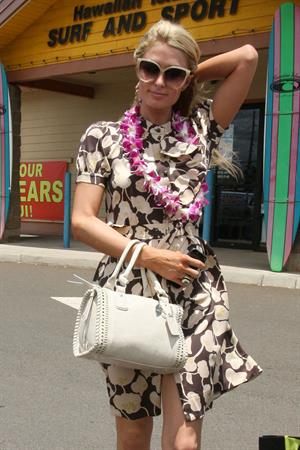 Paris Hilton Shopping with her friend in Hawaii 25.05.13