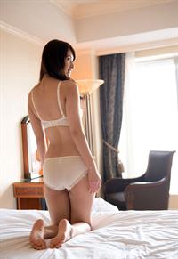 Yui Oba in lingerie - ass