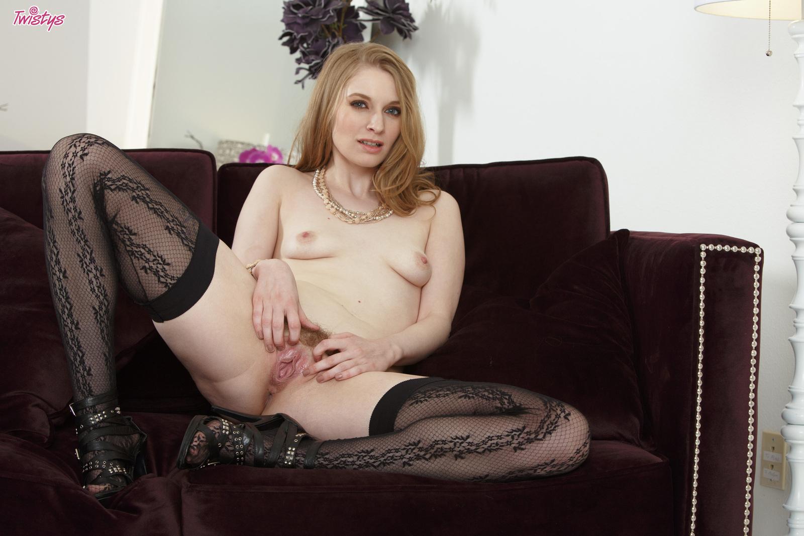 Ela Darling  nackt