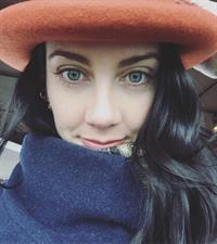 Roz Groenewoud taking a selfie