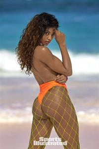 Danielle Herrington Pictures