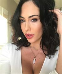 Hope Beel taking a selfie