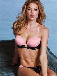 Doutzen Kroes in lingerie