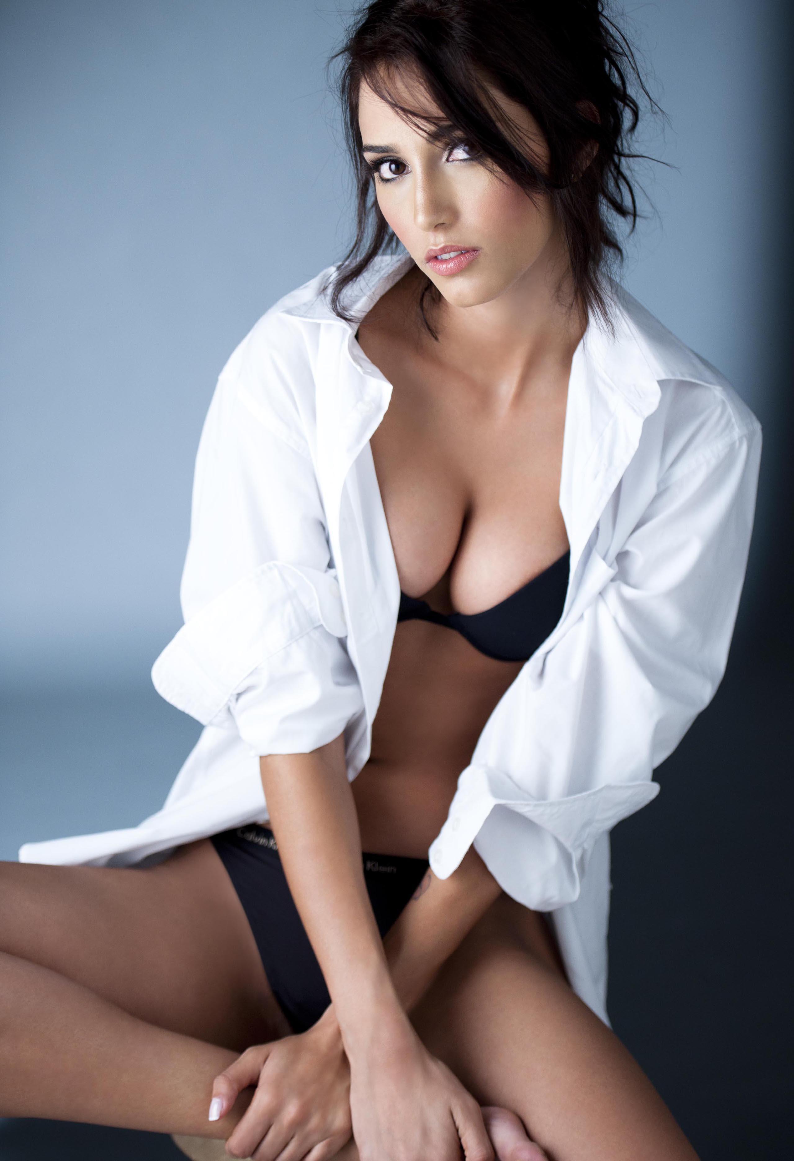 Sandra Naranjo Restrepo in lingerie