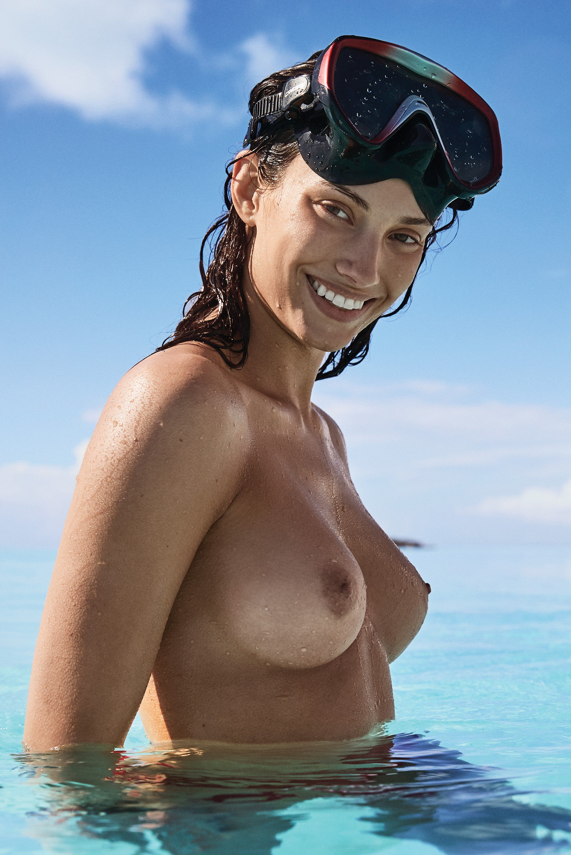Taylor  nackt Dana Posed Naked