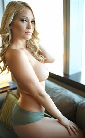 Shannyn XO - breasts