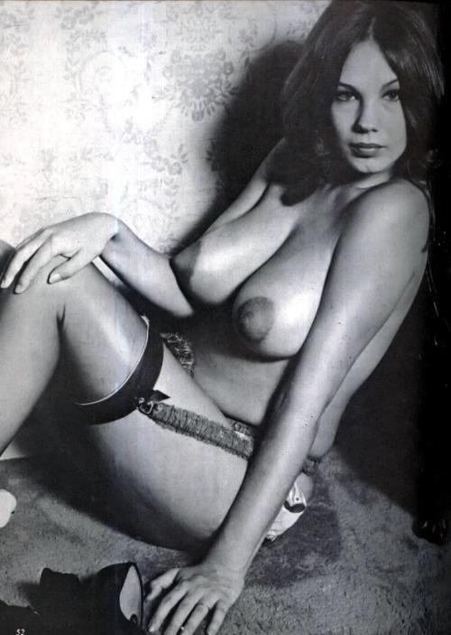 Nude Peggy 90