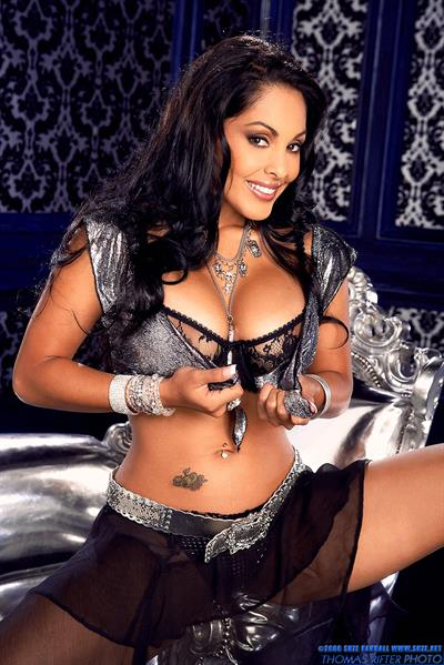 Nina Mercedez in lingerie